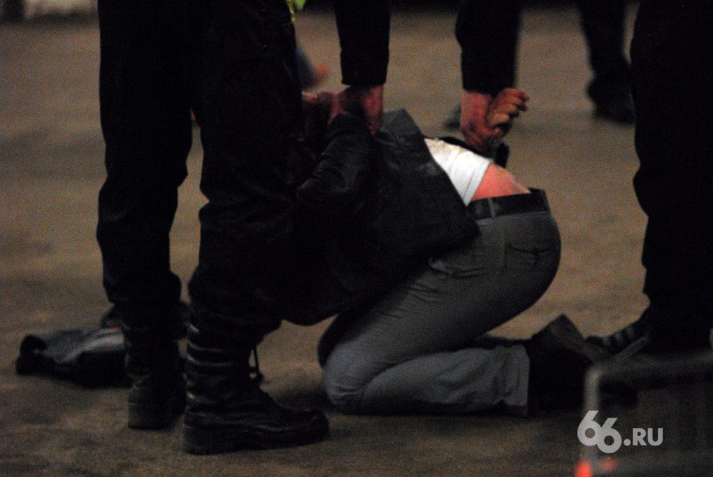 Мошенников с Урала, разыскиваемых по всей стране, поймали в центре Питера
