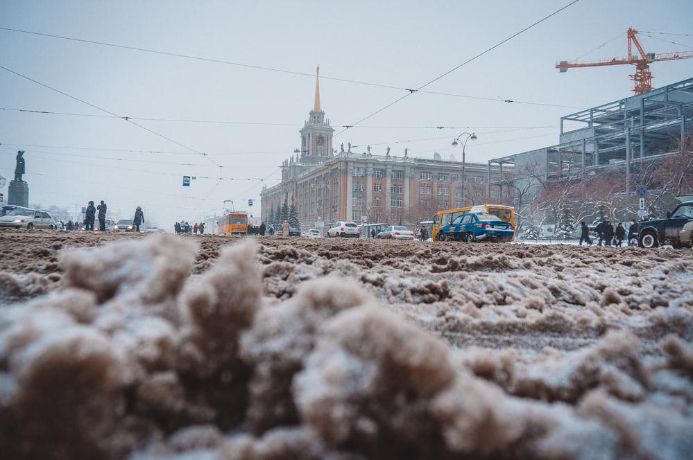 По уши в грязи. Из-за аномального потепления Екатеринбург утонул в слякоти