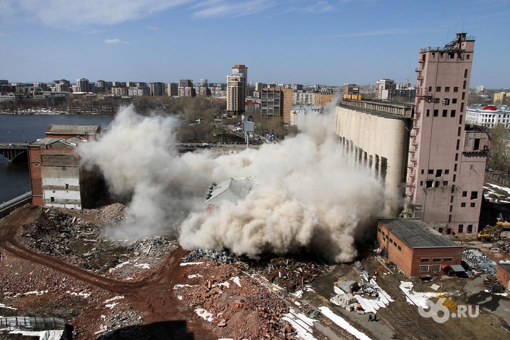 Финальные подробности обрушения мукомольного завода. Фоторепортаж 66.ru