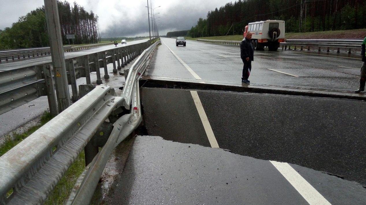 Натрассе Пермь— Екатеринбург размыло новейшую дорогу