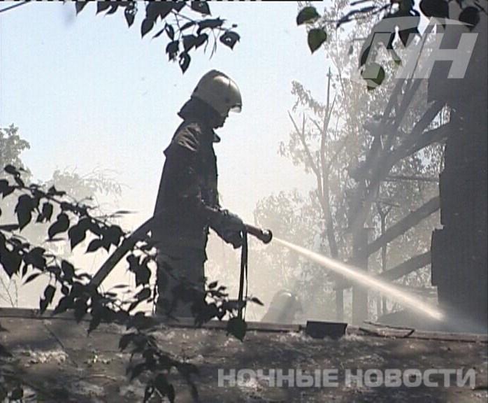 В Екатеринбурге на Стрелочников горят гаражи