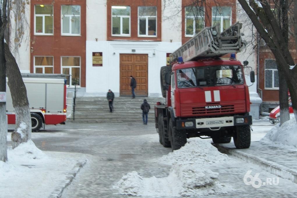 На перекрестке Ленина — Восточная горит общежитие автомобильно-дорожного колледжа