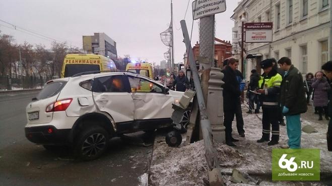 Женщина, которую накануне на Ленина сбил кроссовер, скончалась в больнице