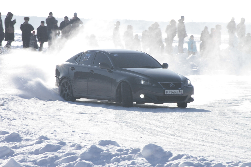 Снега и зрелищ! На Балтыме прошла ледовая гонка портала Ekabu