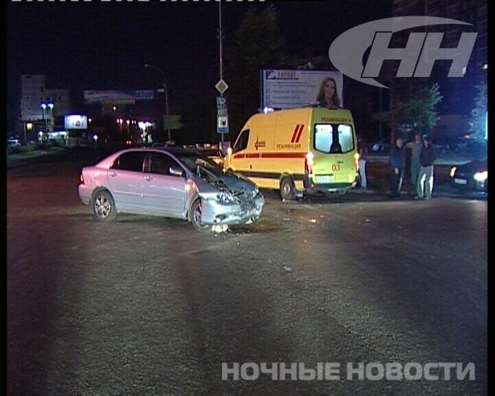 В Екатеринбурге Hyundai и Toyota увезли с места ДТП на эвакуаторах