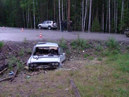 Лишенный прав водитель вылетел в кювет и погиб