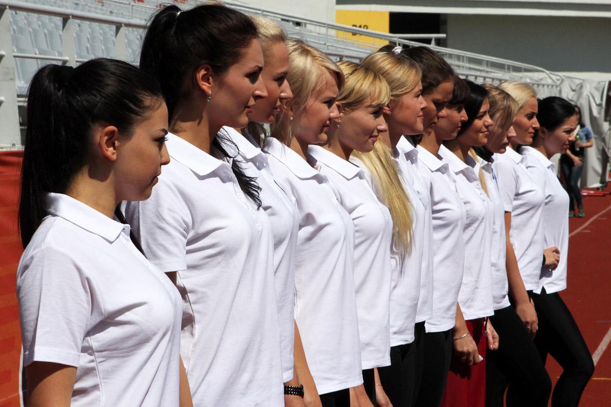 Самые красивые «тюремщицы» России снялись для календаря в образах богинь