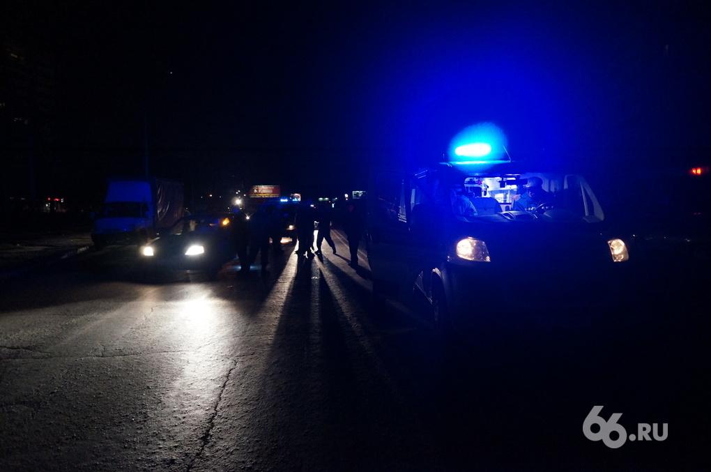 На ЖБИ таксист сбил девушку