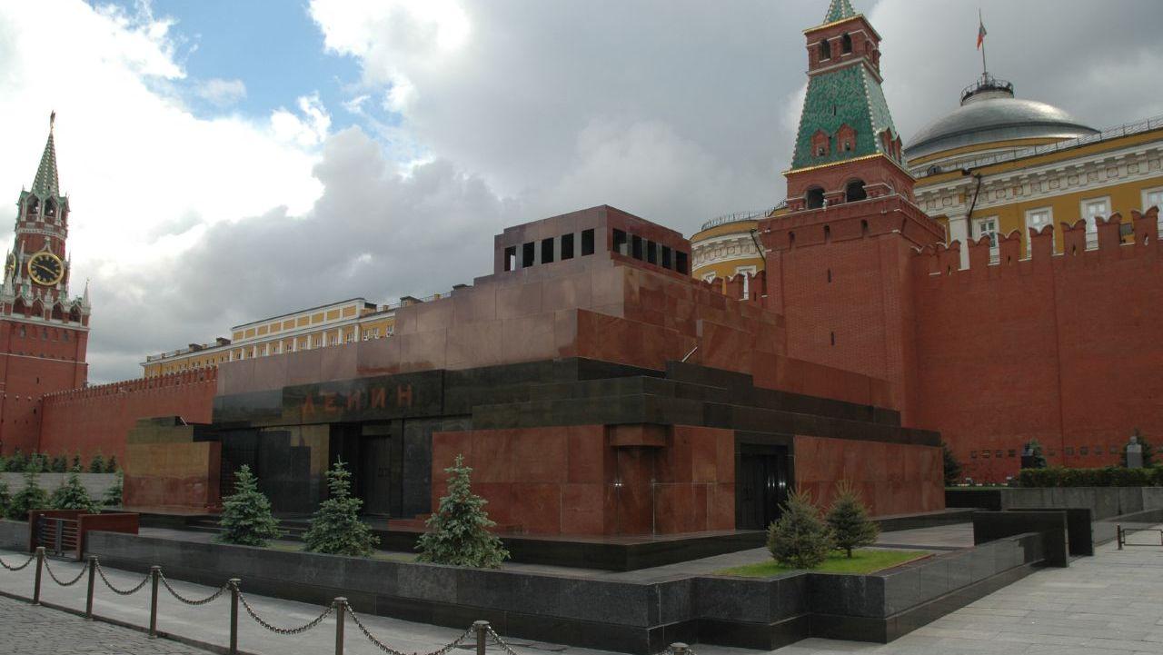 Депутаты Госдумы придумали, как вынести тело Владимира Ленина из Мавзолея
