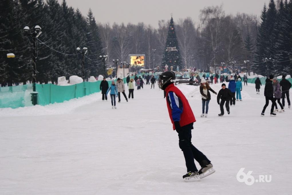 Обзор катков на 66.ru: пробки на въезде, дыры во льду и очереди в кассу
