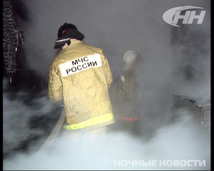 В Горном Щите огонь уничтожил кровлю дома и надворные постройки