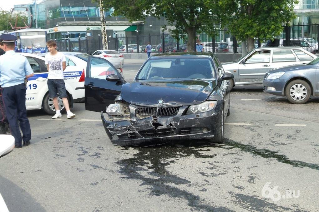 На Куйбышева водители иномарок не поделили дорогу и устроили стрельбу