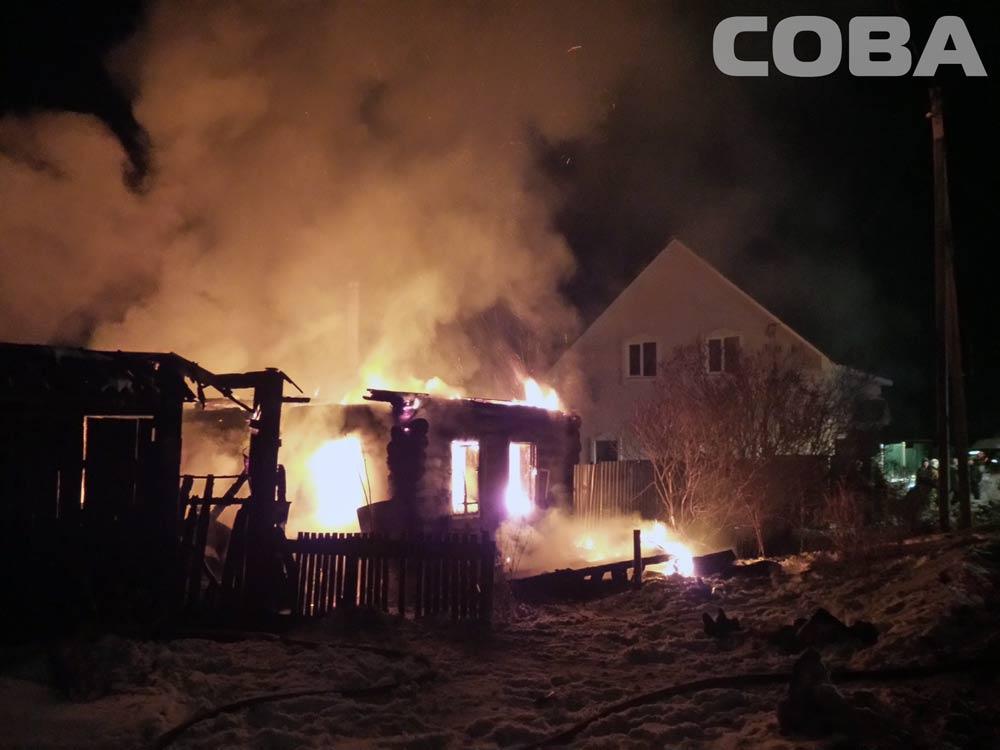 Крупный пожар в Горном Щите: один человек погиб, еще один пострадал