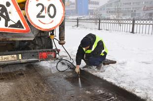 В Екатеринбурге начали прочищать ливневки