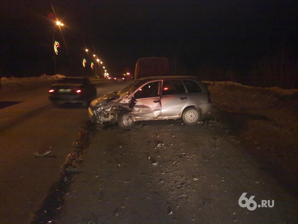 В ДТП на Березовском тракте пострадали четыре человека и собака