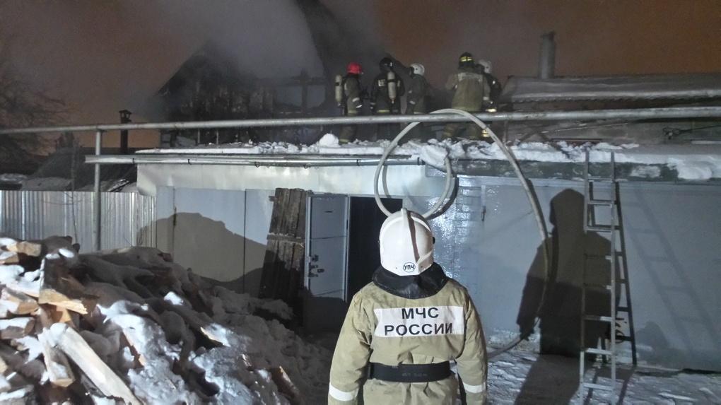 На Уралмаше сгорел частный дом