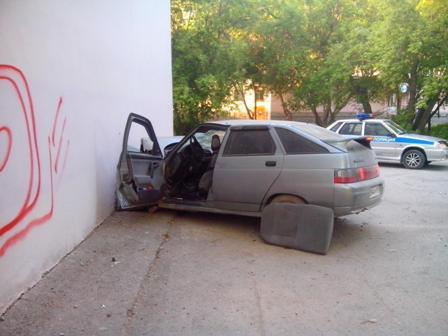 Под Полевским «двенадцатая» протаранила стену дома
