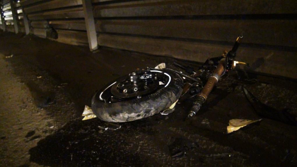 В Екатеринбурге Niva насмерть сбила полицейского-мотоциклиста