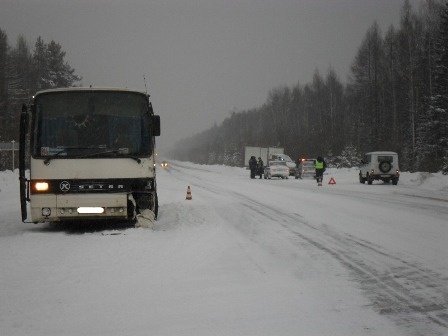 На серовской трассе из-за снегопада произошло тройное ДТП