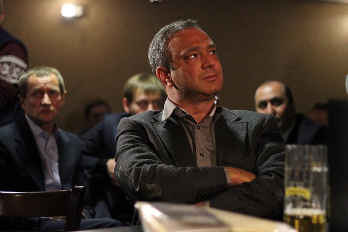 Силовики проводят обыски в квартирах депутата Перского