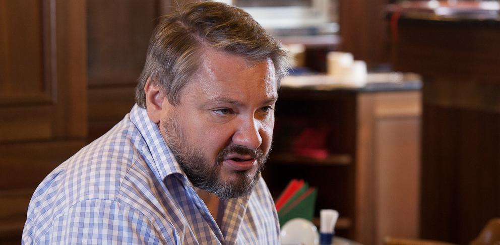 «Завтра каждый сможет выбирать своего государя»: Антон Баков объясняет, зачем ему монархия в Тихом океане