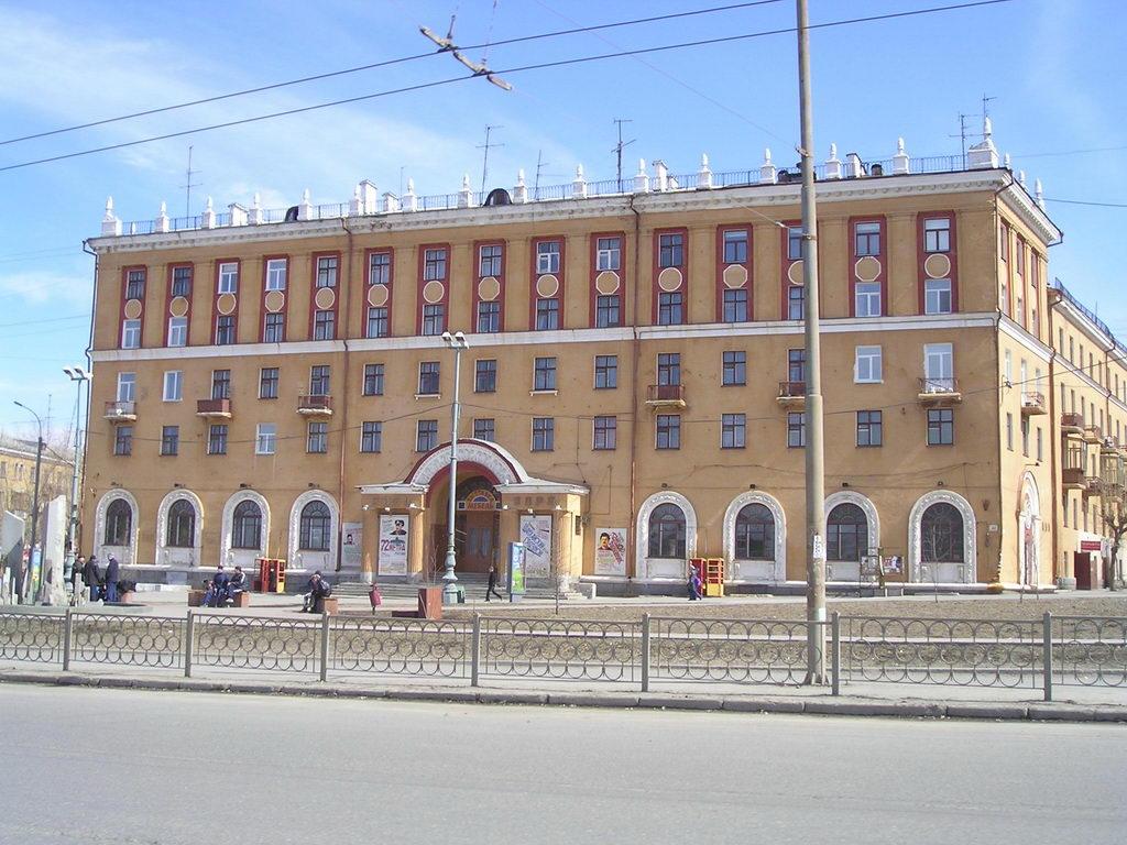 Кинотеатр «Заря», дом Горсовета и рухнувшую усадьбу признали памятниками истории