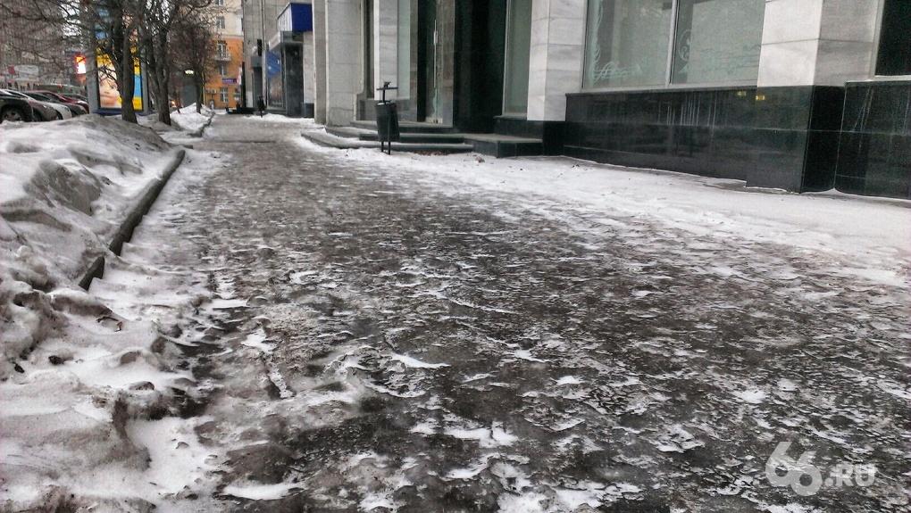Екатеринбург для фигуристов: город превратился в каток, а у мэрии #ледвдуше
