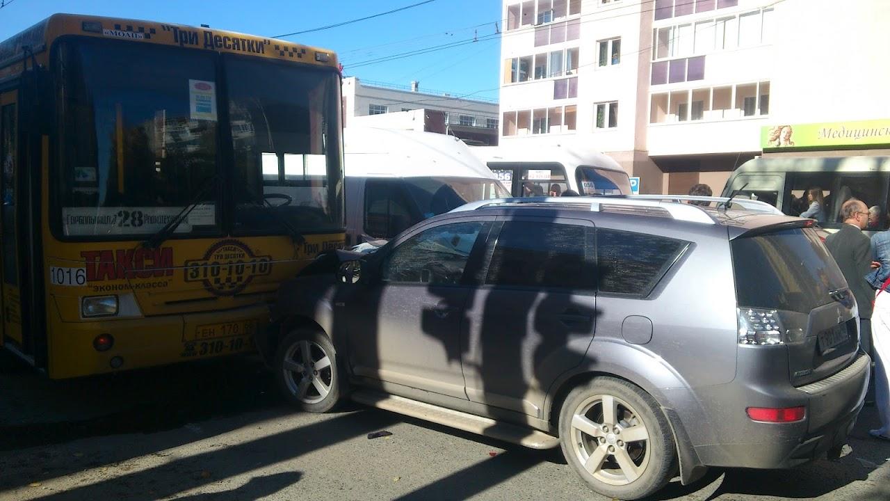 ДТП на Сулимова обернулось транспортным адом