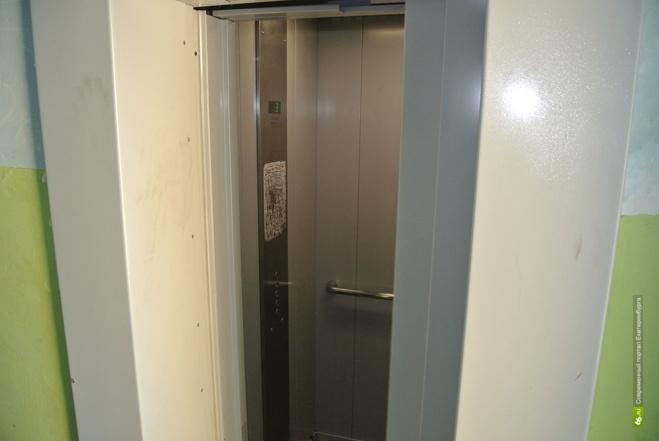 В Екатеринбурге из двух тысяч лифтов отремонтировали только 189