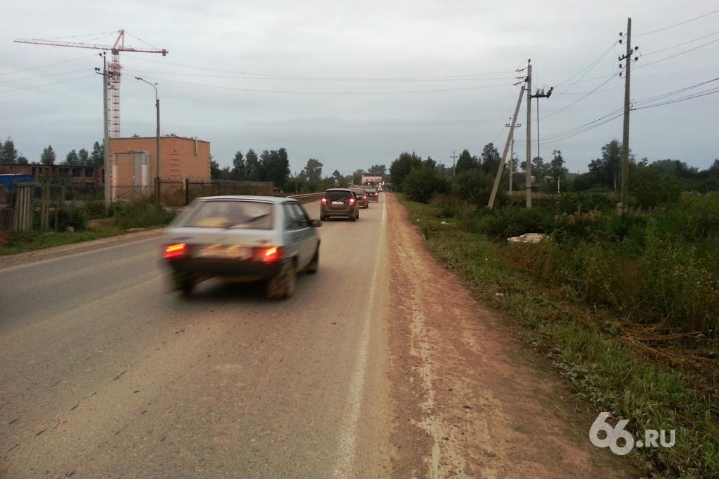 Грязь, пыль, помойка: жителям Широкой Речки забыли построить тротуар