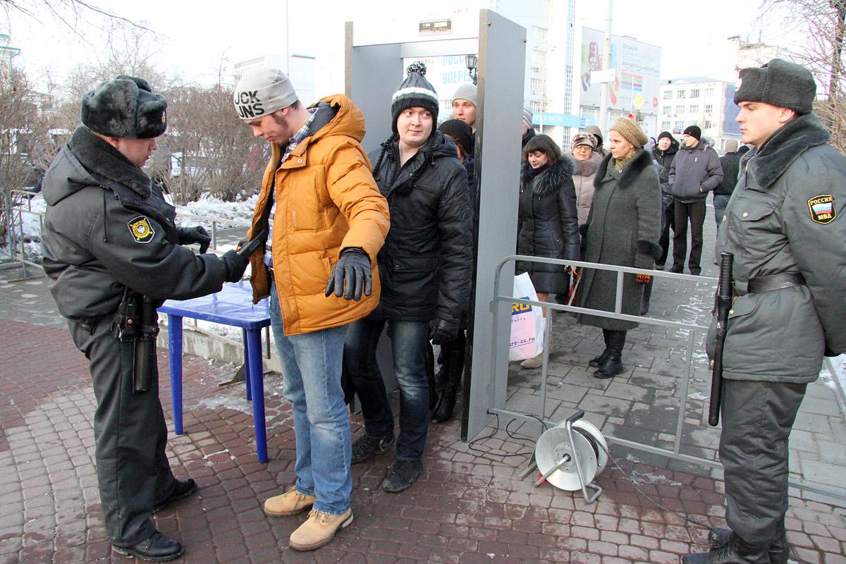«Работа на час». На митинг в честь присоединения Крыма набирают массовку за 200 рублей