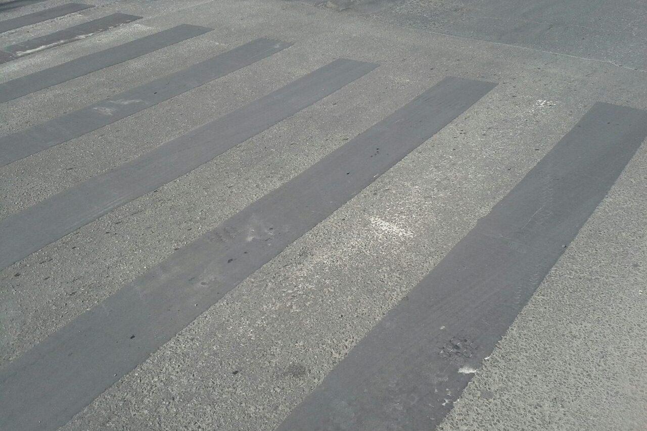 Пешеходная зебра на Бардина — Ясной почернела