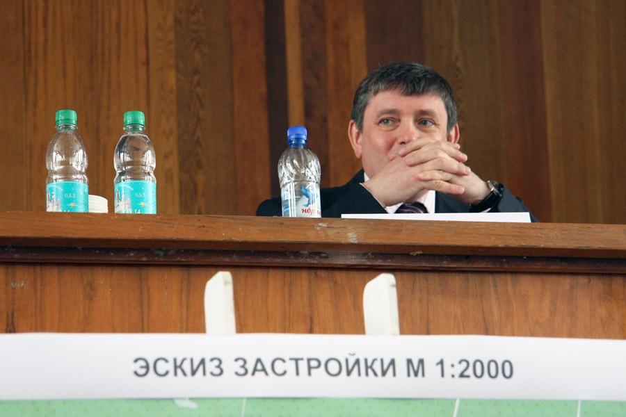 Госдума предлагает сократить зарплату чиновникам