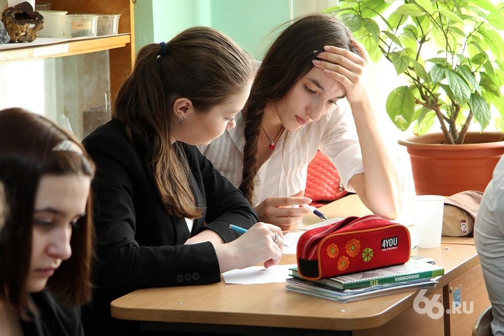 Рособрнадзор: не имея возможности списывать на ЕГЭ, школьники не набирают минимальные баллы