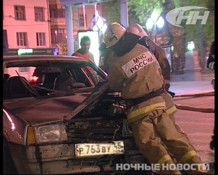 ВАЗ с курганскими номерами снес светофор на Московской