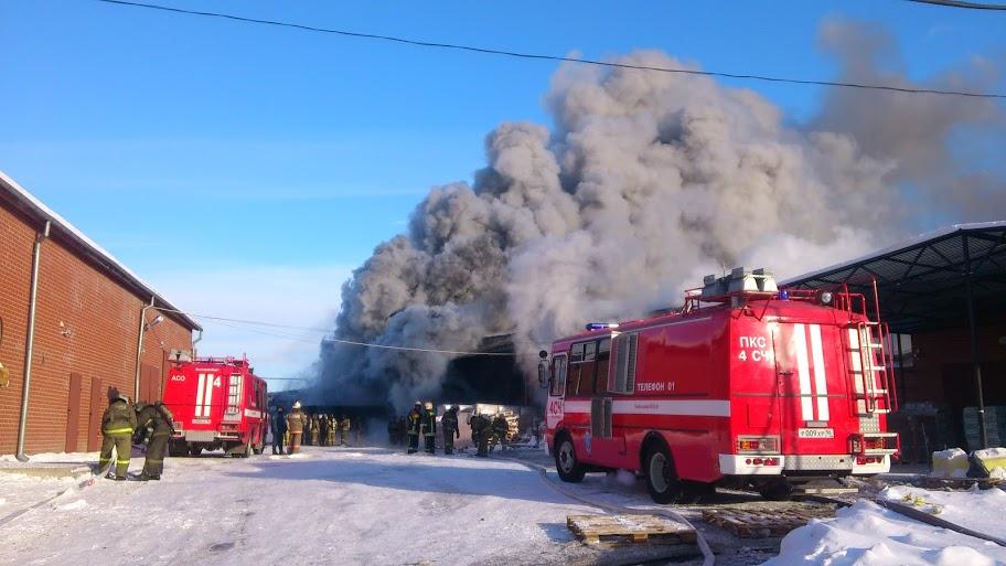 Спасатели потушили большой пожар на Карьерной