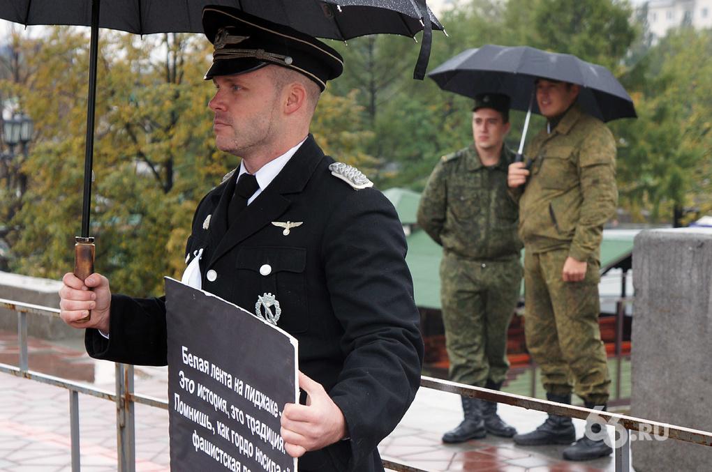 Мерзко: провокаторы в нацистской форме явились на митинг в Екатеринбурге