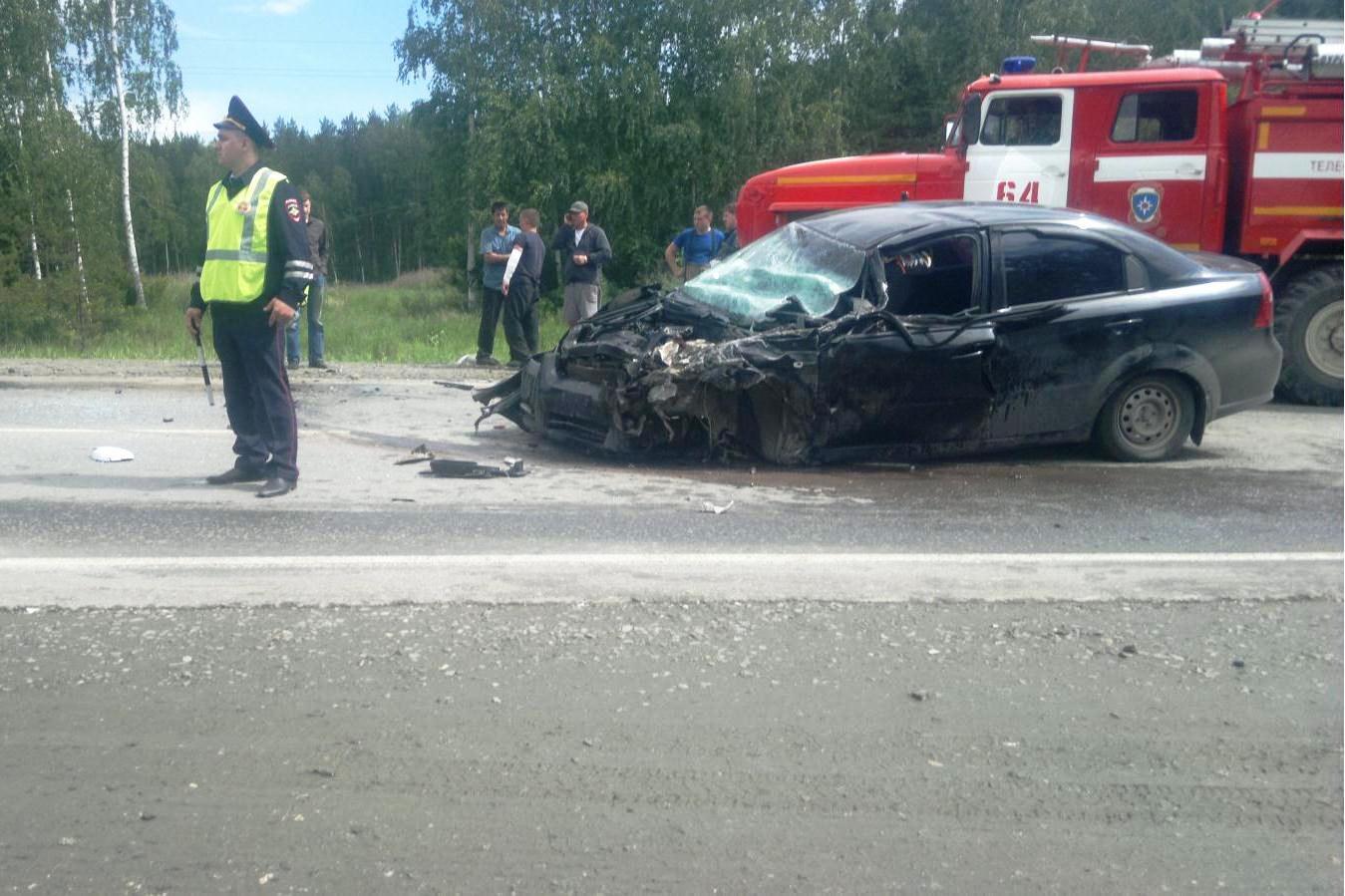 На Полевской трассе Chevrolet вылетел на встречку и врезался в ВАЗ и «Газель»