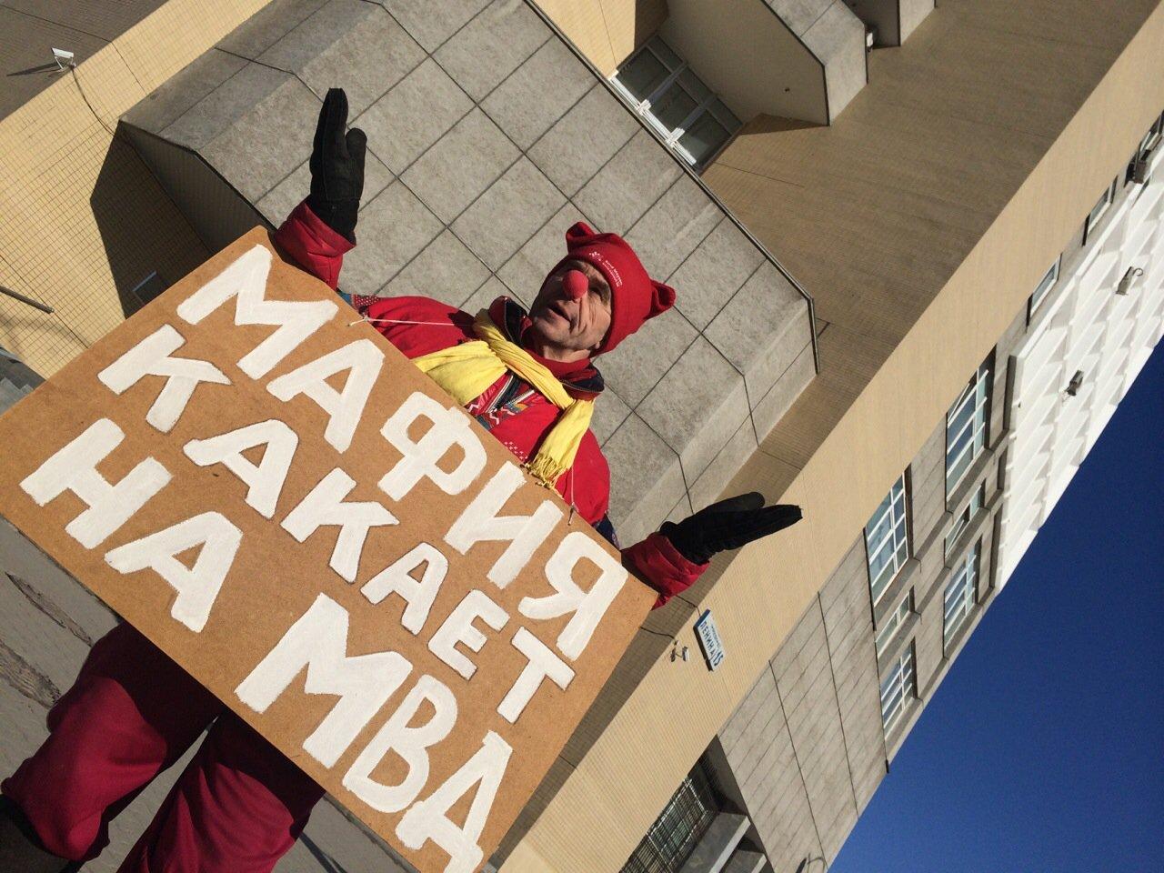 Клоун Вовочка обвиняет екатеринбургских полицейских в связях с «таджикской мафией»