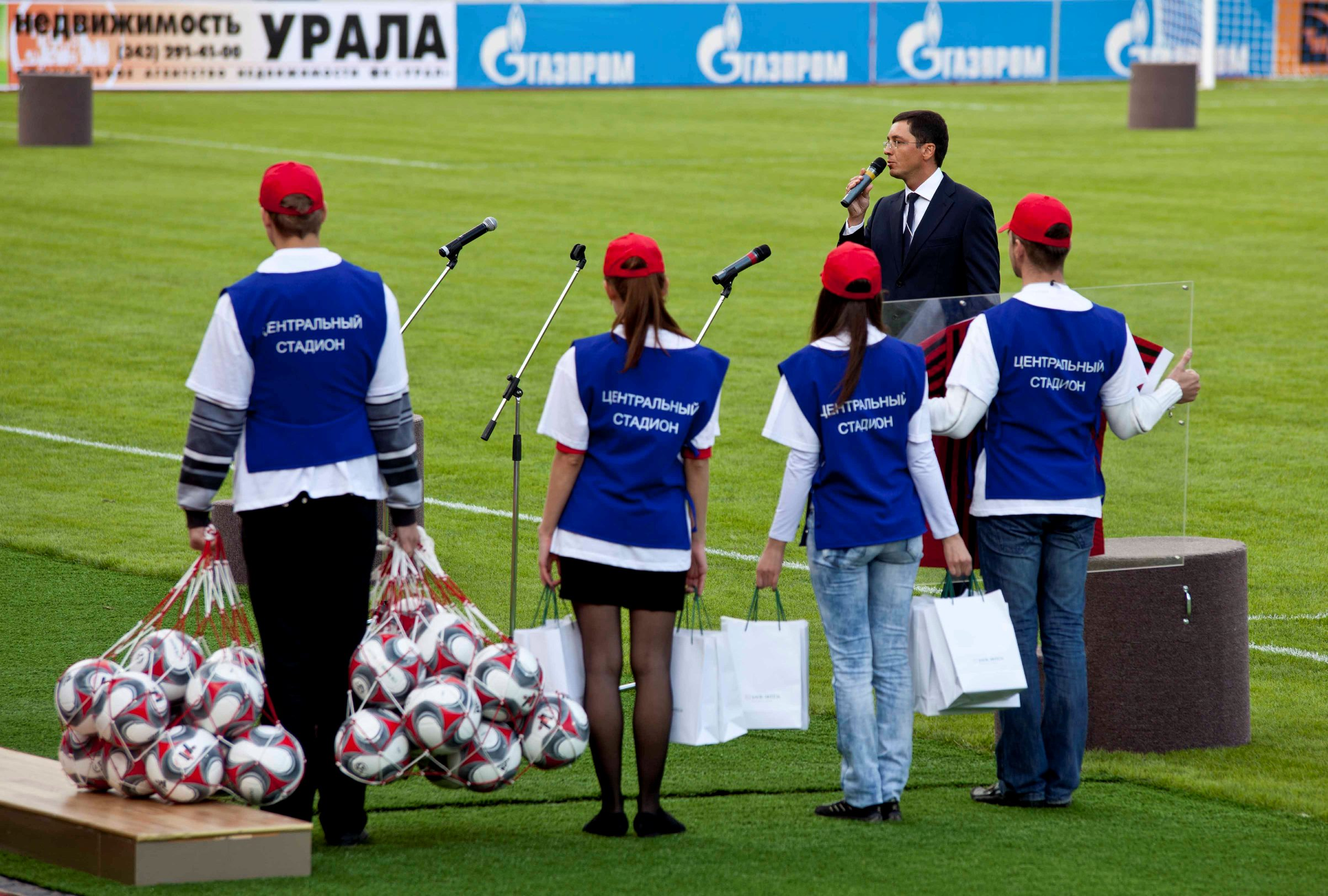 Фоторепортаж 66.ru: открытие стадиона, рекорд России, победа