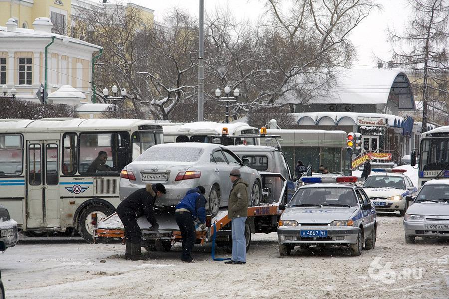 Демин и эвакуаторы: ГИБДД перестала работать еще с одной компанией