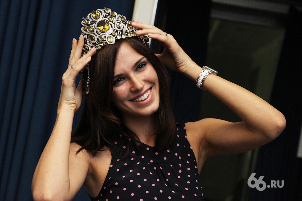 «Мисс Россия — 2010» из Екатеринбурга нашла свое фото на овале для памятников