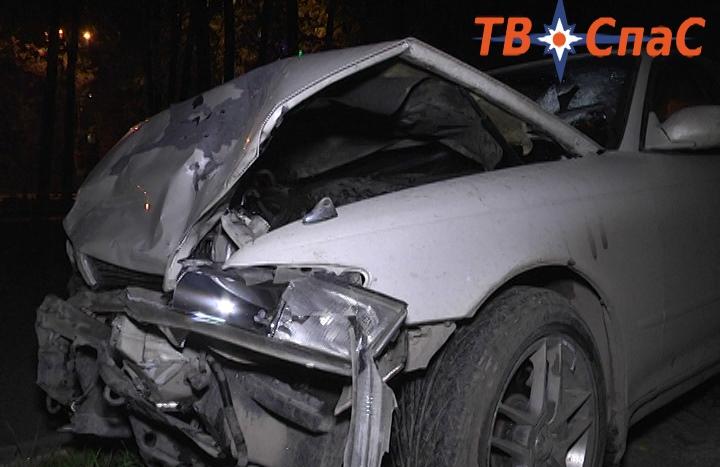 На Ленина Toyota въехала в Opel, сбила шлагбаум и вылетела на тротуар