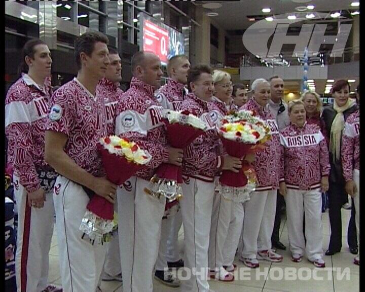 Екатеринбуржцы встретили с Паралимпиады сборную по волейболу
