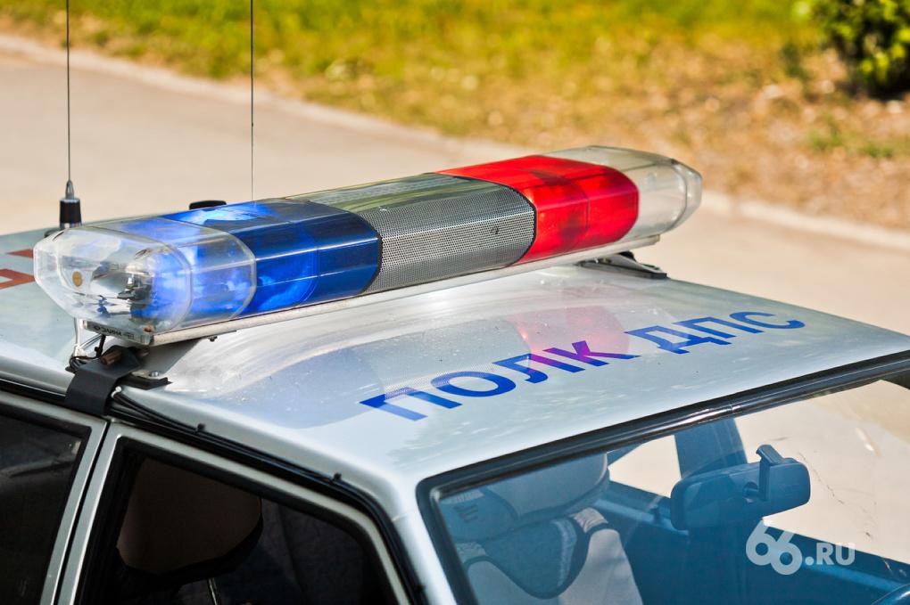 Под Кировградом пьяный водитель врезался в дерево, пострадали четыре человека