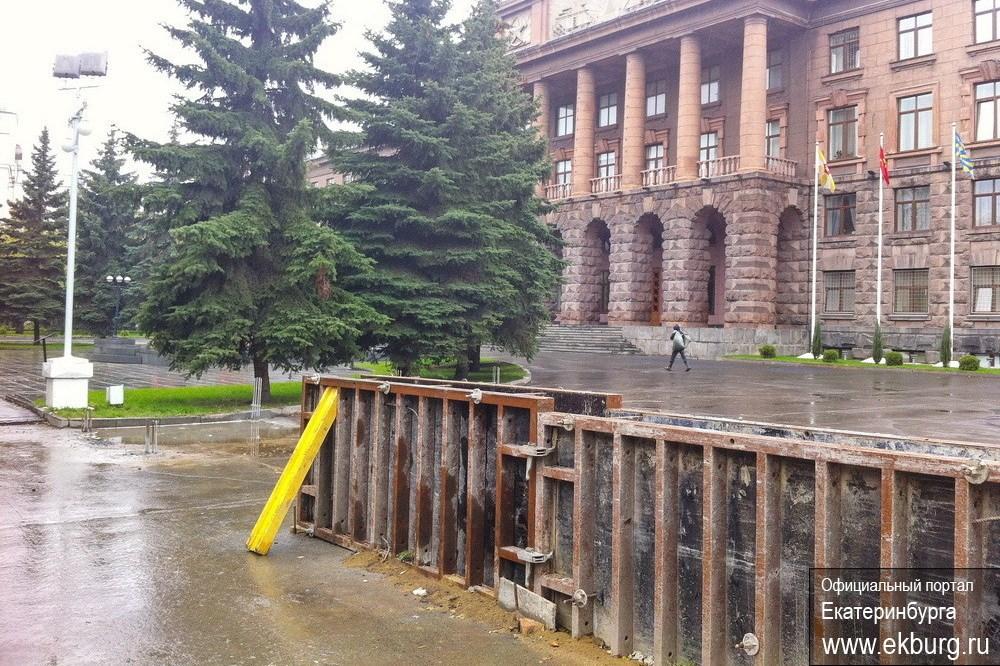 Мэрия в панике: «Вокруг штаба ЦВО возводят бетонный забор»