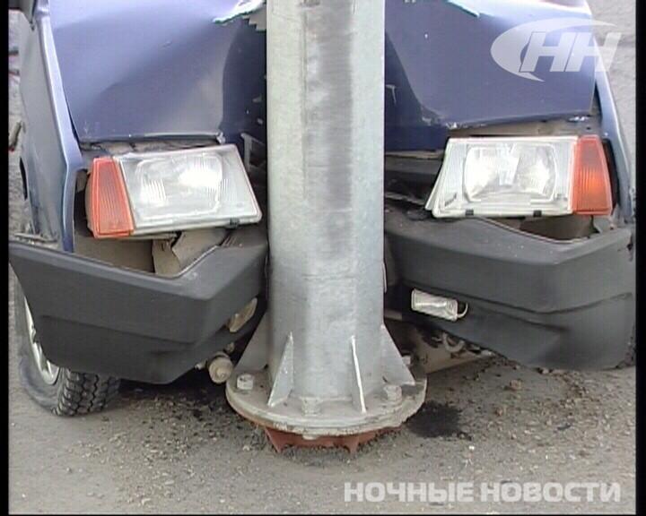 На Сибирском тракте неопытный водитель «девятки» угодил в столб
