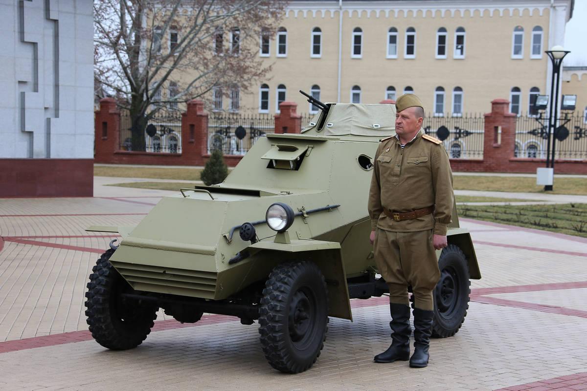 Бронеавтомобиль из музея УГМК передали в музей Белгорода