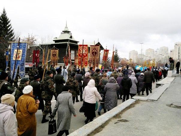 В столице Урала крестный ход завершился молебном в Храме-на-Крови
