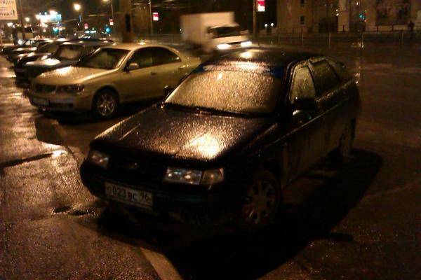 Танцы на льду: погода превратила Екатеринбург в каток